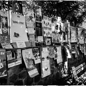 affiche festival de rue Aurillac Cantal France mur
