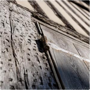 Vieille porte en bois à Honfleur (France)