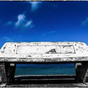 Banc plage pierre bord de mer Bretagne France