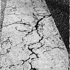 route crevasse passage protégé piéton Neuilly sur Marne Seine Saint Denis France goudron peinture