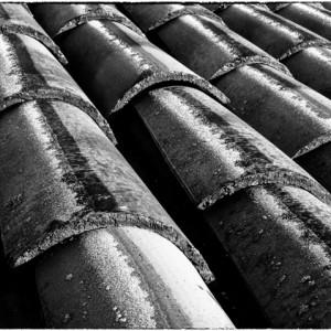 toiture tuile toit givre Ganigal le Malzieu ville Lozère France