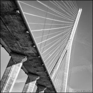 Pont de Normandie sur la seine, France